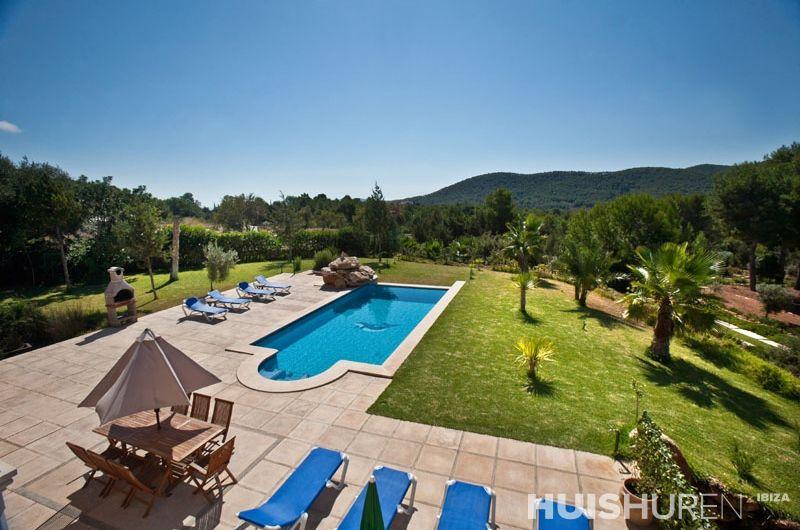 vakantiehuis met zwembad en bergen