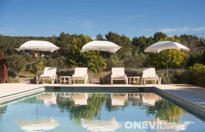 Moderne Ibiza villa met zwembad in Santa Eularia