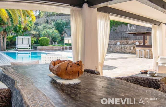 Buitentafel met veranda