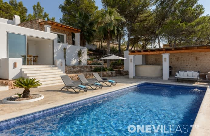 villa with pool cala bassa