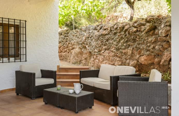 Loungebanken met luxe villa