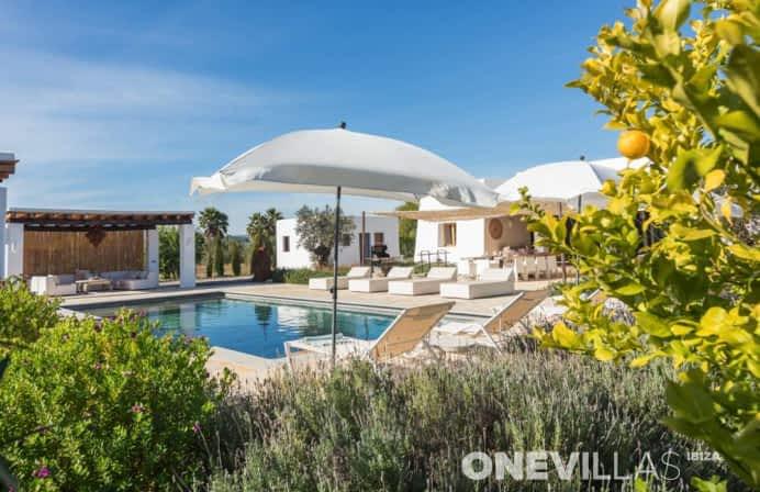 Moderne Ibiza villa voor 8 personen met zoutwaterzwembad