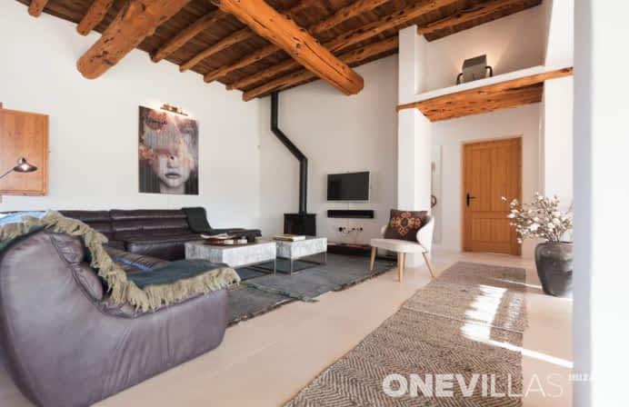 Hervormde Ibiza villa met mooi interieur en zwembad