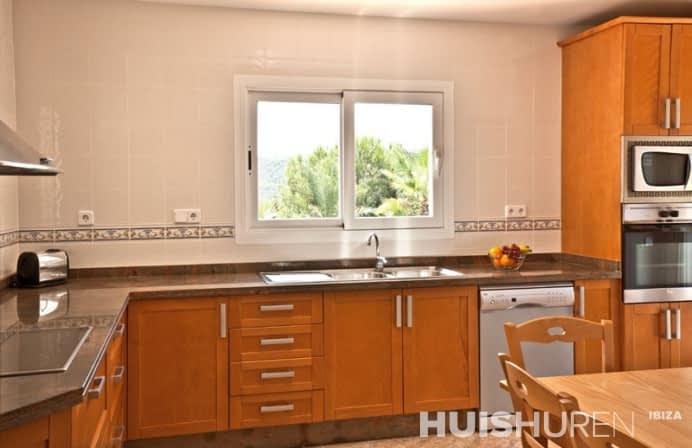luxe keuken in vakantiewoning can lago