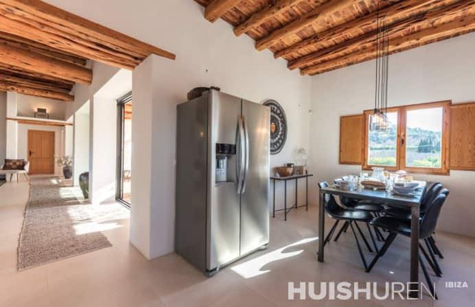 Mooie moderne Ibiza villa met zwembad in Santa Eularia