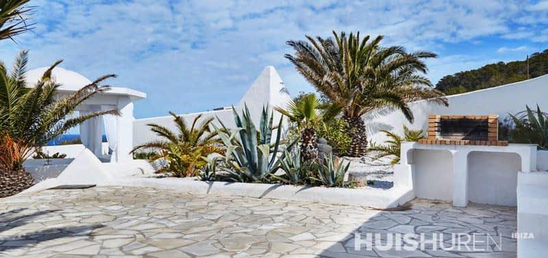 Prachtige villa met geweldig uitzicht over es verda - Buiten villa outs ...