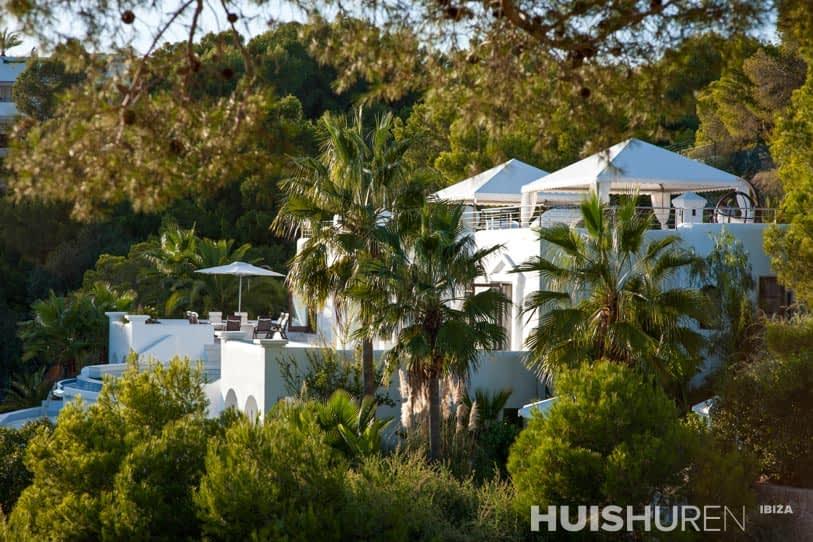 Rica is een zeer luxueuze moderne villa met wat arabische invloeden - Buiten villa outs ...