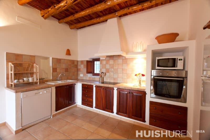 Een echte aanrader als je centraal op het eiland wilt zitten en een ruim huis zoekt - Dimensie centraal keuken eiland ...